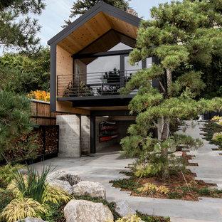 シアトルの小さいラスティックスタイルのおしゃれな家の外観 (アパート・マンション) の写真