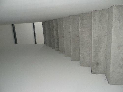 cage d 39 escalier haute et troite. Black Bedroom Furniture Sets. Home Design Ideas