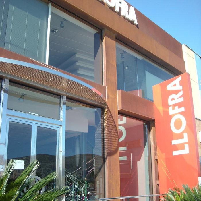 Diseño y creacion de la fachada de una empresa de cerrajería en Teulada. LLOFER