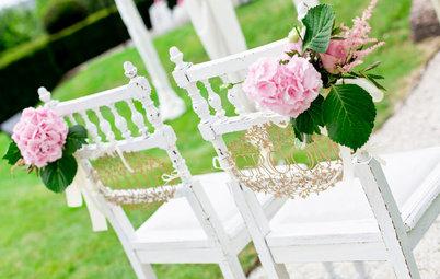 Festliche Stuhldeko: 10 Ideen für die Hochzeit (und andere Feiern)