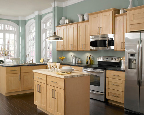 Maple kitchen cabinets houzz for Kitchen cabinets houzz