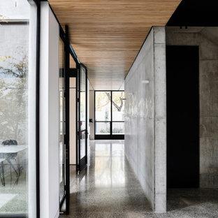 На фото: коридор в стиле модернизм