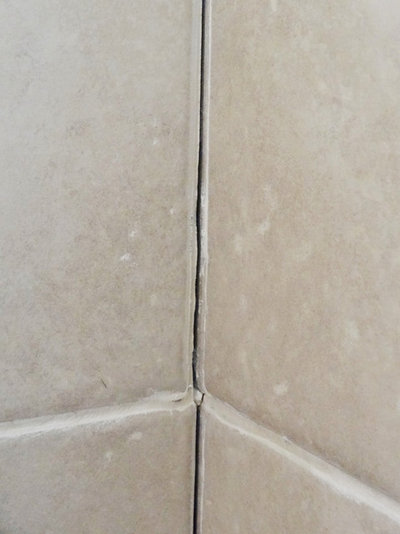 Quick fix repair cracked bathroom grout for Cracked bathroom tile repair