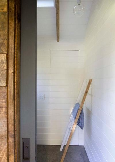 Farmhouse  by Garrison Foundry Architecture + Decor