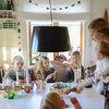 Houzz Tour: Fembarnsfamiljen njuter av en färgglad jul på landet