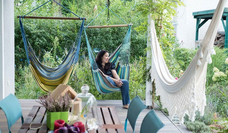 How to Turn Your Deck or Patio into a Super-comfy Outdoor Lounge