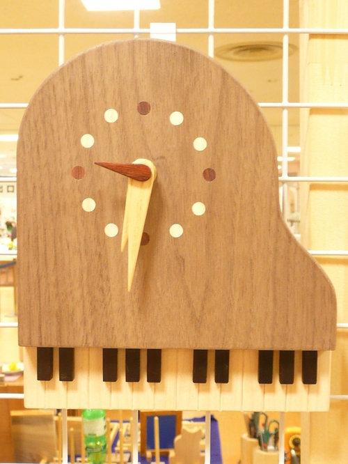 ピアノ時計 - 時計