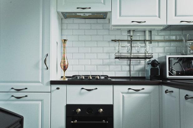 Кухни 4 кв м дизайн с колонкой и холодильником