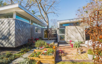 Houzz TV: Fun Family Living in 980 Square Feet