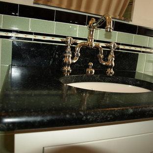 ミネアポリスの小さいヴィクトリアン調のおしゃれなキッチンの写真