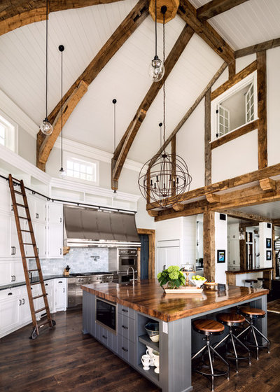 Farmhouse Kitchen by Wade Weissmann Architecture