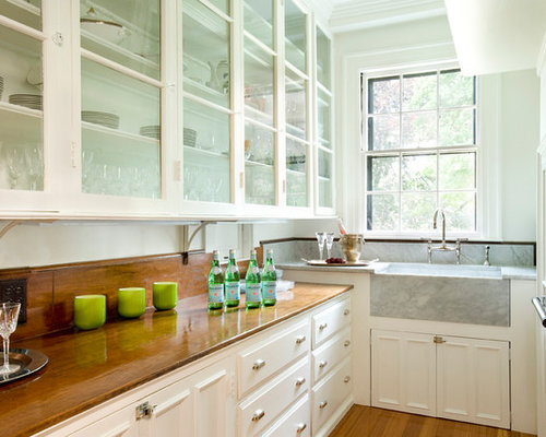 Mid Sized Traditional U Shaped Light Wood Floor Enclosed Kitchen Idea In  Boston With