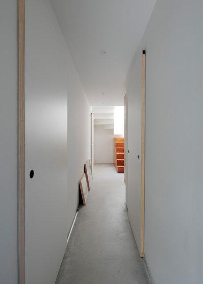 廊下 by 佐々木達郎建築設計事務所
