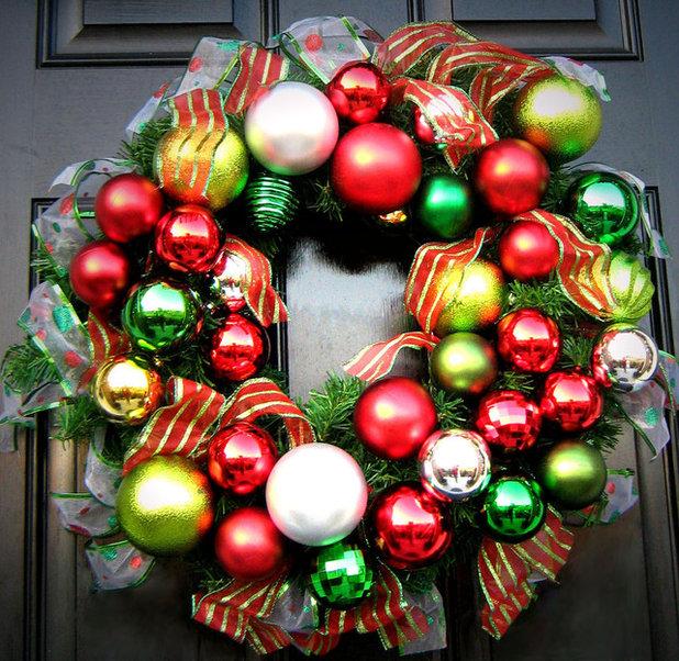 Классический  Wreath Made Of Ornaments & Ribbon