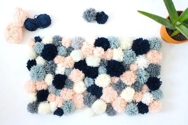 diy fabriquer un tapis en pompons pour une d co cosy cet hiver. Black Bedroom Furniture Sets. Home Design Ideas