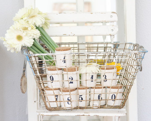 Vintage wire basket ideas houzz for Decorating with milk crates