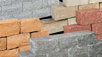 Eine Mauer stützt und gibt Halt. Natürliche Baustoffe, wie Granit und Sandstein,