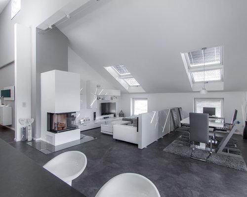 Offenes, Geräumiges, Repräsentatives Modernes Wohnzimmer Mit Weißer  Wandfarbe, Linoleum, Kaminofen, Verputztem