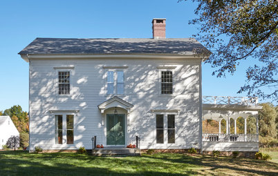 Houzz Tour: Treading Carefully With an 1820 Connecticut Farmhouse