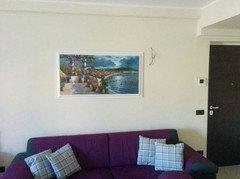 Come decorare parete dietro al divano e tavolo soggiorno - Decorare parete dietro divano ...