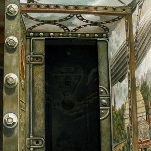 サンクトペテルブルクの中くらいのアクリルのおしゃれな直階段 (コンクリートの蹴込み板、金属の手すり、レンガ壁) の写真