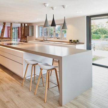 Open plan contemporary kitchen for a Grade 11 barn conversion - Hertfordshire