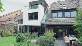 Außenansicht Haus mit Anbau