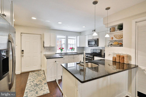 Awkward Kitchen Layout In Front Of Row House
