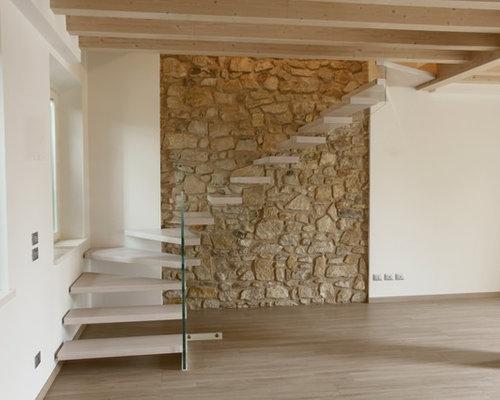 Scala a sbalzo su muro in pietra - Pietra da interno su muro ...