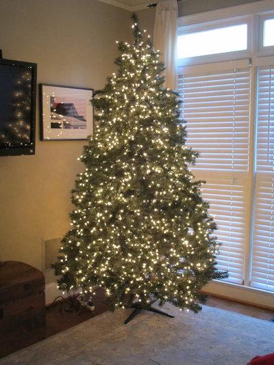 how to put lights on a christmas tree