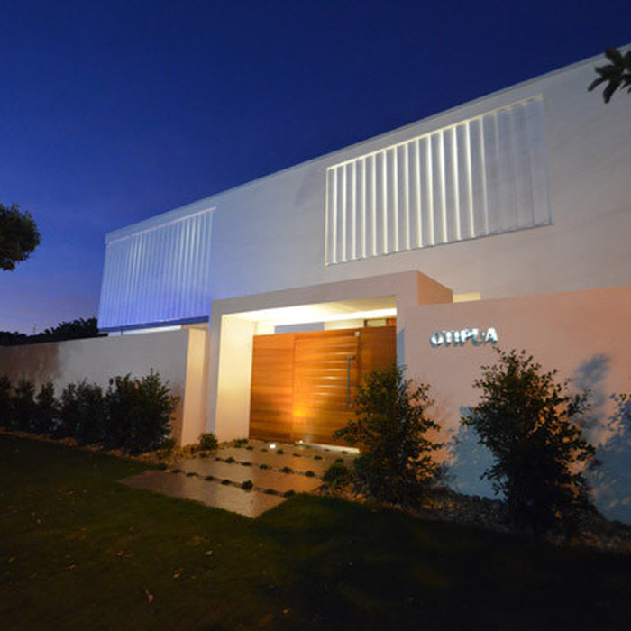 Inspiration for a contemporary white two-story flat roof remodel in Gold Coast - Tweed