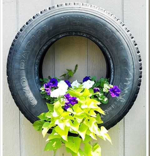 Tire planters ideas pictures remodel and decor for Car tire flower planter