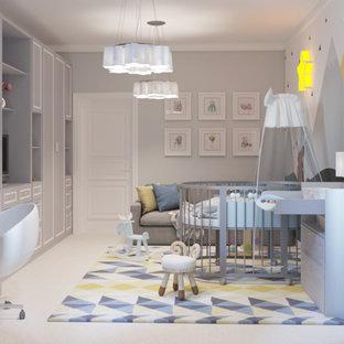 Diseño de dormitorio infantil de 1 a 3 años, actual, de tamaño medio, con paredes blancas, suelo de corcho y suelo beige