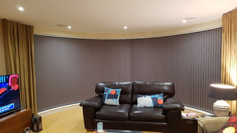 Electric curved vertical blinds