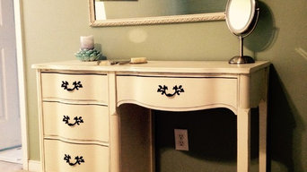 French Provincial / Distressed Vanity / Desk