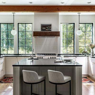 Kitchen - farmhouse kitchen idea in Seattle