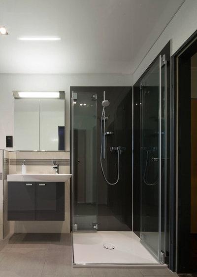Modern Badezimmer By Duscholux Sanitärprodukte GmbH