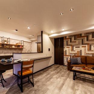 東京23区のコンテンポラリースタイルのおしゃれなリビング (白い壁、グレーの床) の写真