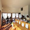 夫婦の夢が叶ったカフェ《ヘッソオルガニカ》と高台の家