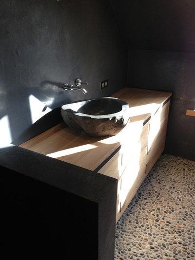 Modern Badezimmer by Urban Designerz
