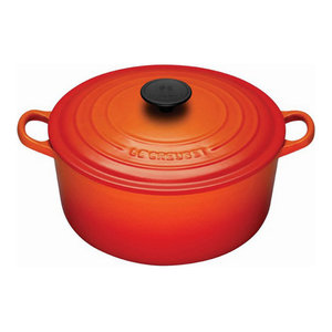 Le Creuset 4 1/2-Quart Signature Round French Oven, Flame