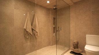 Walk in shower at Mafco House in Haliburton, Ontario