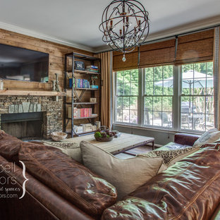 Example of a country living room design in Nashville