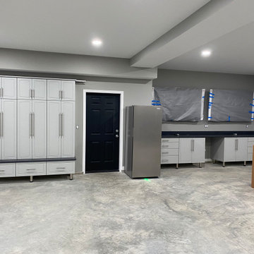 Champaign Living Room with Built in Bar, Drop Zone, and Laundry Room