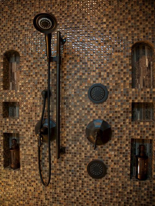 Salle de bain avec un placard avec porte panneau for Porte brown llc