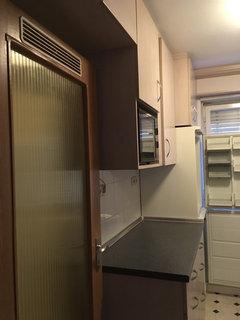 Anbei Je Ein Photo Vom Flur (genau So Breit Wie Die Wohnungseingangstür)  Und Der Küche. Vielleicht Sehen Sie Ja Eine Option?