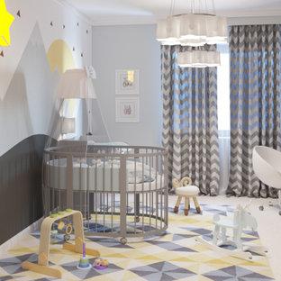 Aménagement d'une chambre d'enfant de 1 à 3 ans contemporaine de taille moyenne avec un mur blanc, un sol en liège et un sol beige.