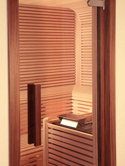puristische Sauna mit asiatischer Wellnessoase