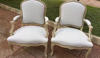 Sillones de estilo tapizados con tela geométrica