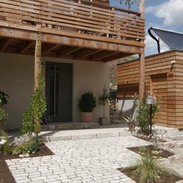 Holzhaus am Hang